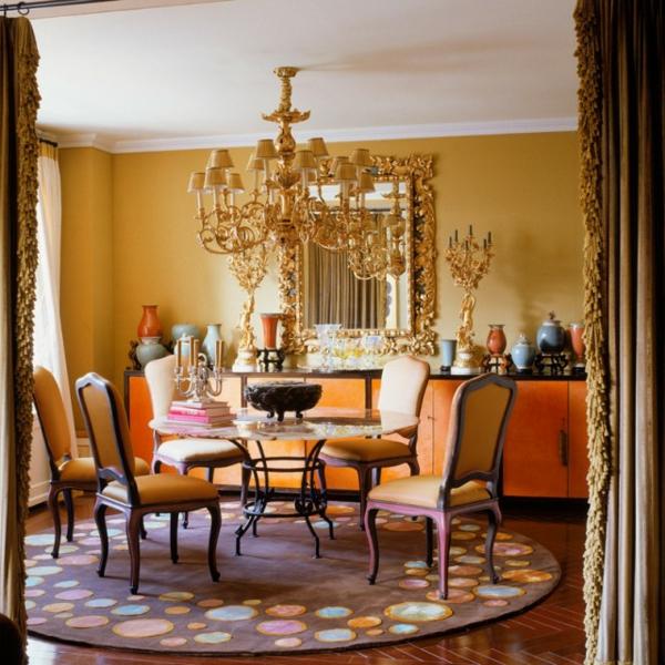 suspension-baroque-table-ronde-et-chaises-baroques-oranges