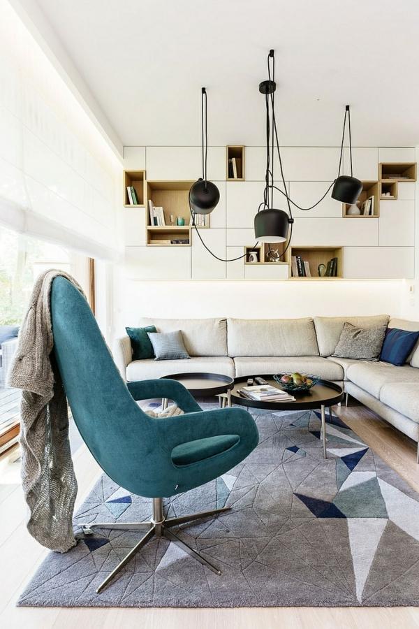 suspension-industrielle-fauteuil-bleu-dans-une-salle-de-séjouir