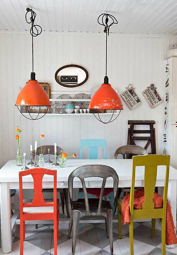suspension-industrielle-lampes-oranges-pendantes