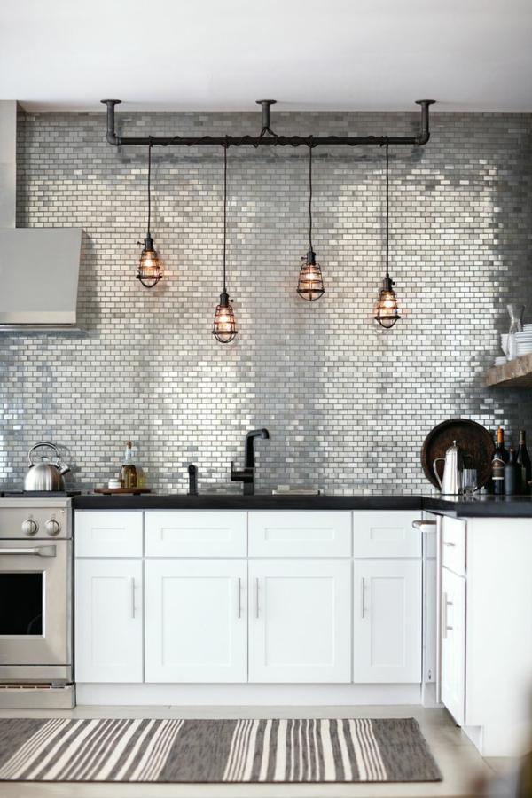 suspension-industrielle-mur-en-carrelage-mural-blanc