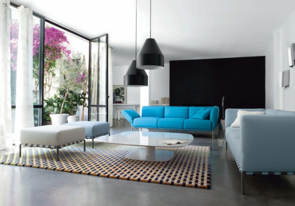 suspension-industrielle-suspensions-noires-et-sofa-bleu