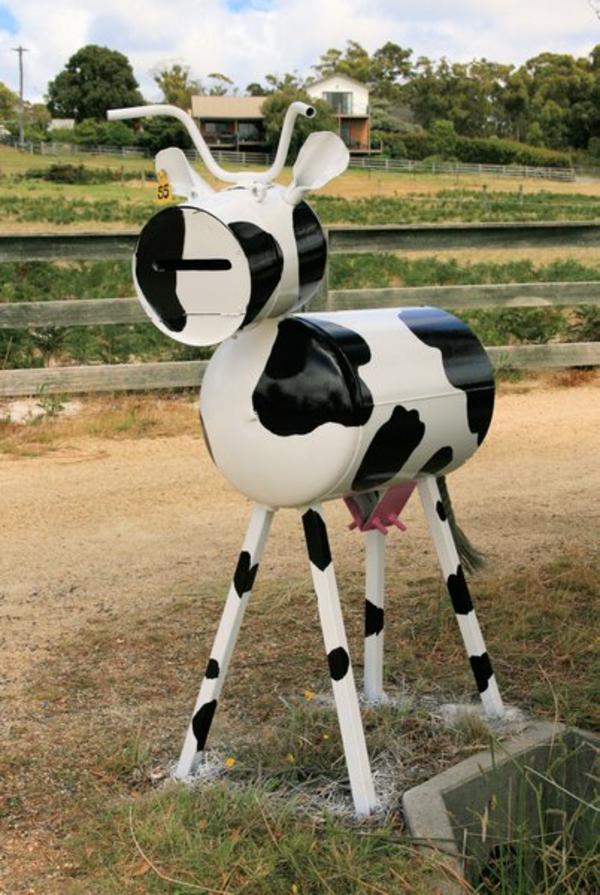 une-vache-comme-boite-postal