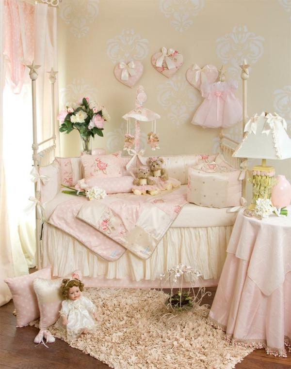 unique-décoration-avec-des-coeur-pour-le-lit-de-fille