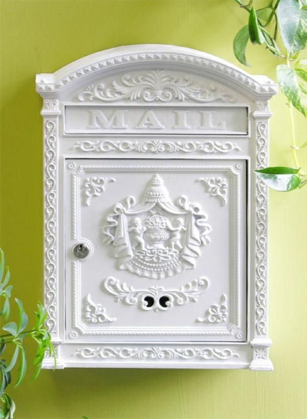 unique-design-et-style-vintage-en-blanc-avec-une-mur-vert