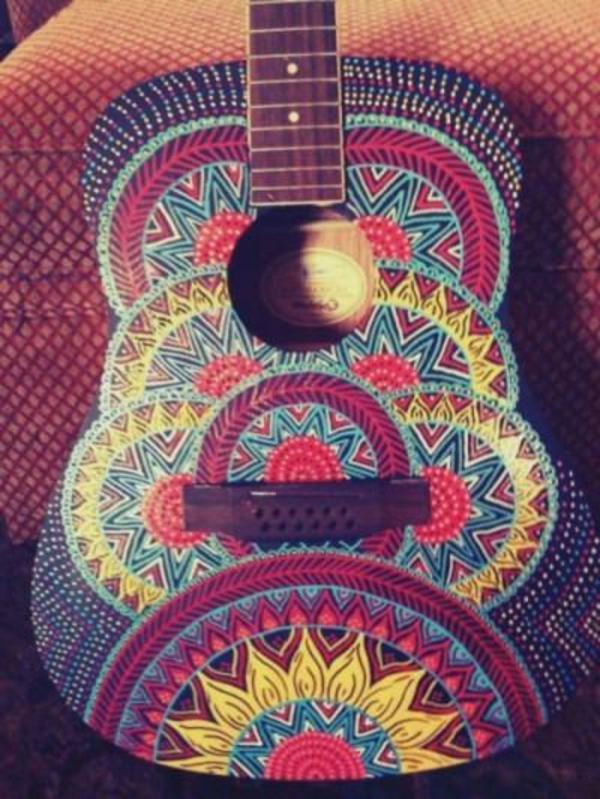 unique-guitar-coloré-endesign-bohème