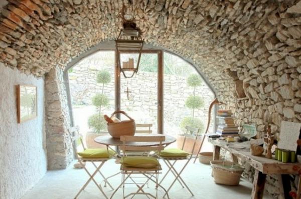unique-vue-par-un-salle-frai-décoré-avec-du-pierre-et-des-couleurs-doux