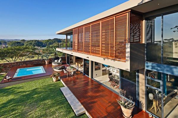 vieux-d'extérieur-pour-la-maison-contemporaine-avec-sol-en-bois-et-cool-minimaliste-architecture