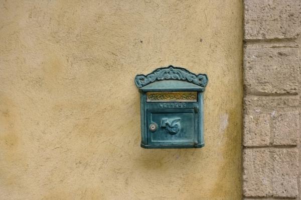 vintage-mur-et-décoration-pour-l-boite-de-lettres