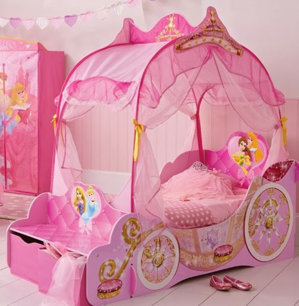 Le lit carrosse nous rappelle la magie de l 39 enfance - Lit princesse carrosse ...