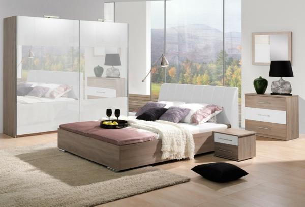 armoir-avec-fentêtre-avec-sol-en-bois