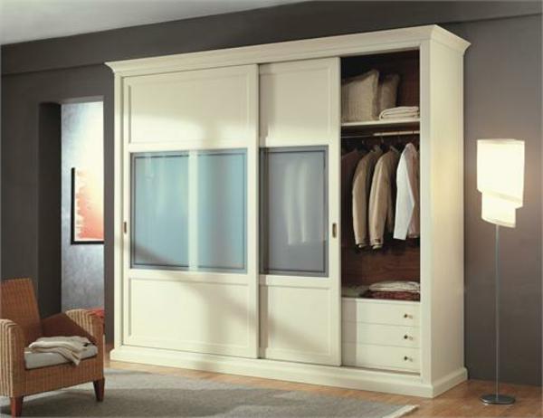 l 39 armoire avec porte coulissante pour la chambre a coucher. Black Bedroom Furniture Sets. Home Design Ideas