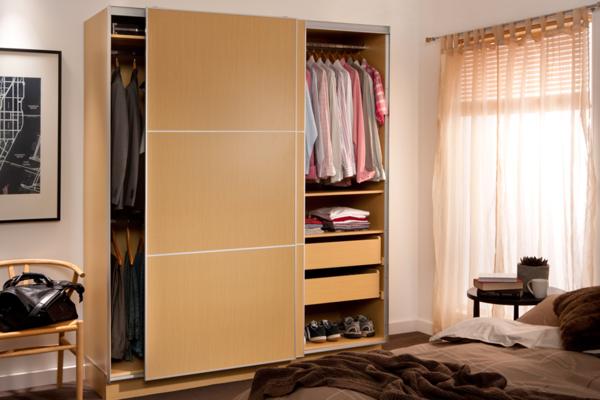 armoire-avec-porte-coulissante-bois-unique