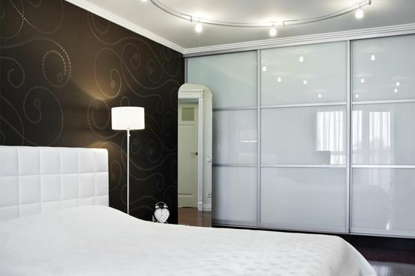 Armoire chambre porte coulissante armoires de cuisine cuisines - Armoire coulissante 3 portes ...