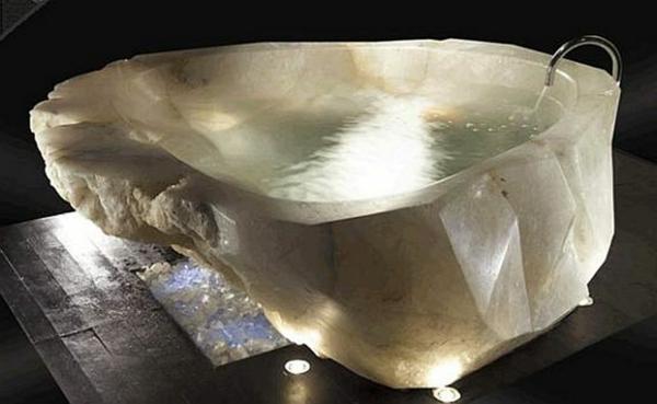 baignoire-asymétrique-baignoire-en-pierre-naturelle-d'extérieur