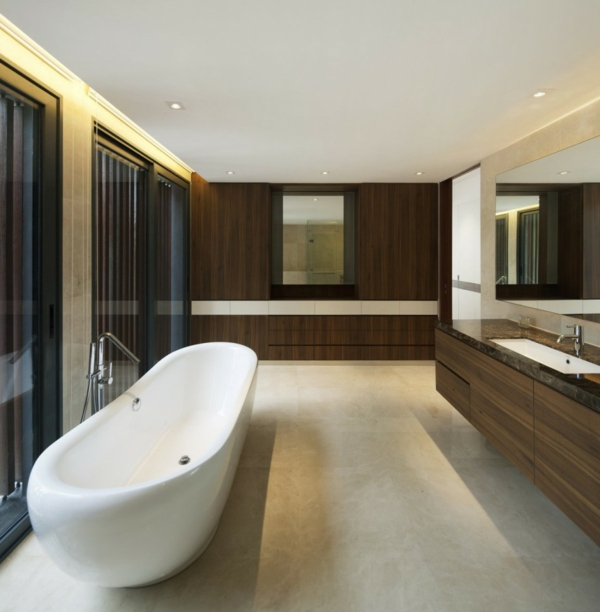 baignoire-asymétrique-grande-baignoire-blanche