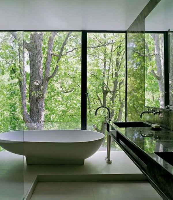baignoire-asymétrique-salle-de-bains-déco-naturelle