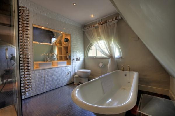 baignoire-asymétrique-salle-de-bains-originale