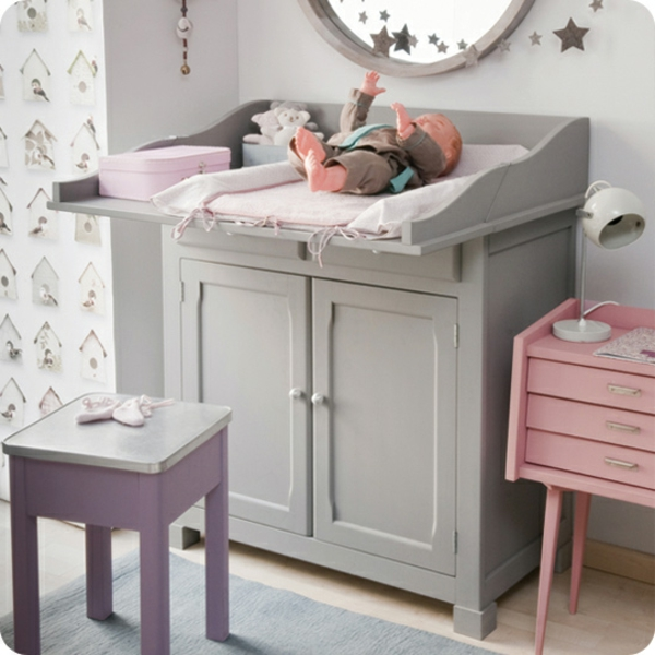 buffet-de-bebe-en-gris-et-décoration-contemporaine