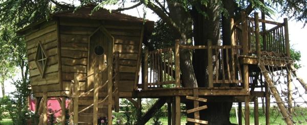 cabane-dans-les-arbres-pour-jeux-et-amusement-des-enfants