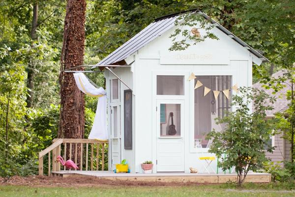 cabane-de-jardin-pour-enfant-cabane-blanche-pour-enfants