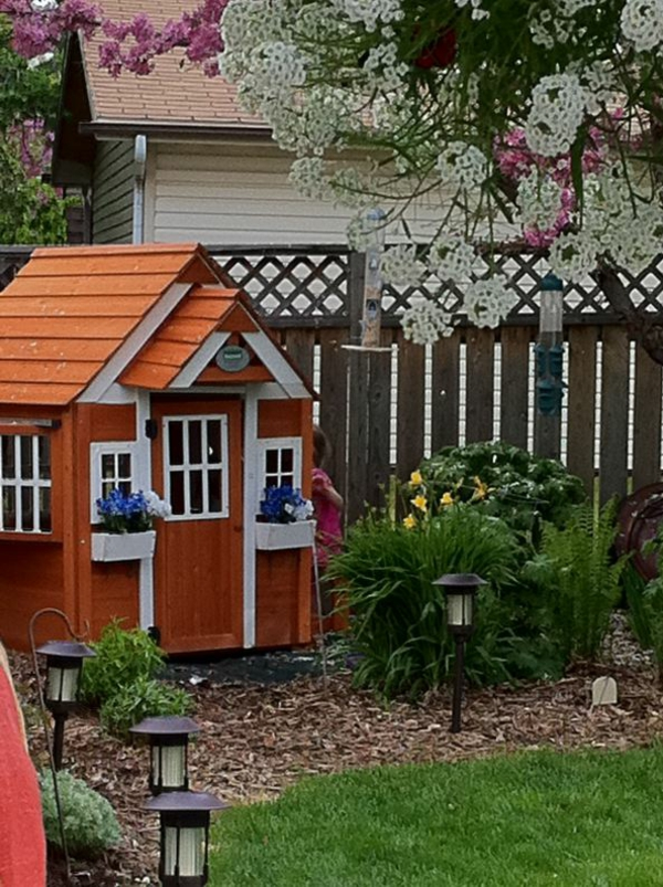 cabane-de-jardin-pour-enfant-design-mignon-orange