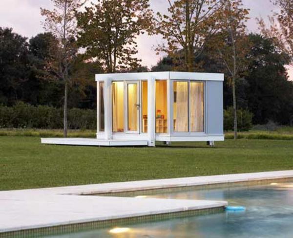 cabane-de-jardin-pour-enfant-design-moderne-murs-transparents