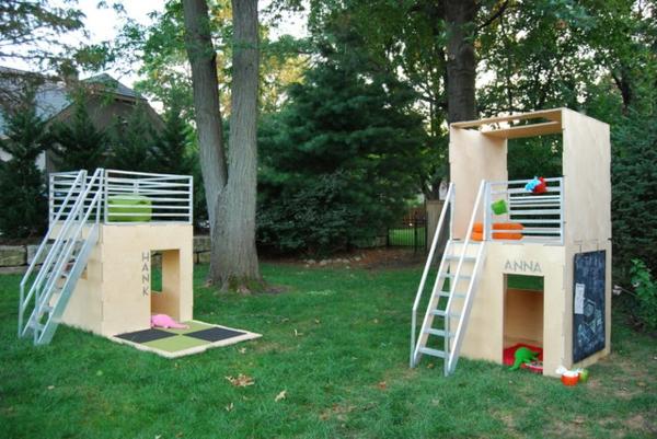 cabane-de-jardin-pour-enfant-deux-cabanes-avec-terrasses