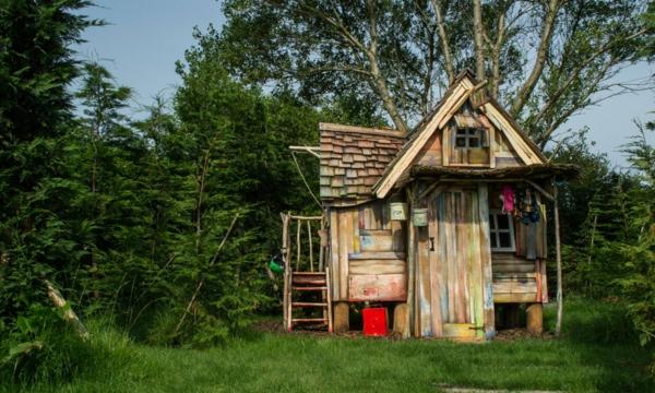 La cabane de jardin pour enfant est une id e superbe pour votre jardin arc - Fabriquer une cabane en bois facile ...