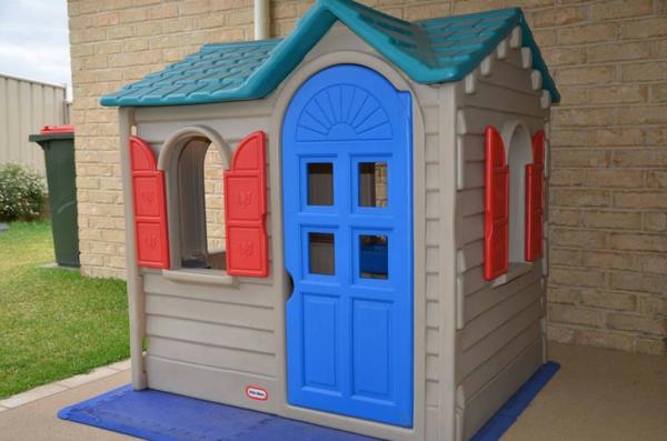 La cabane de jardin pour enfant est une id e superbe pour votre jardin arc - Cabane en plastique pour enfant ...