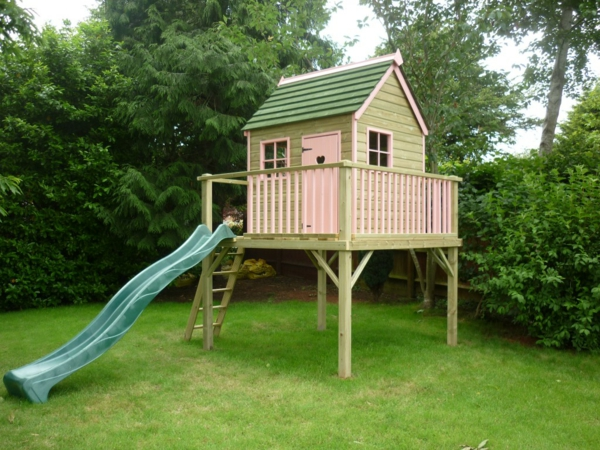 La cabane de jardin pour enfant est une id e superbe pour - Cabane enfant avec toboggan ...