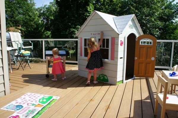 cabane-de-jardin-pour-enfant-sur-une-terrasse