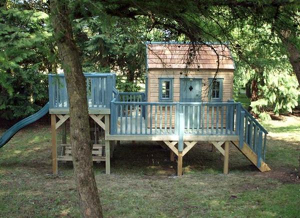 cabane-de-jardin-pour-enfant-un-grand-véranda
