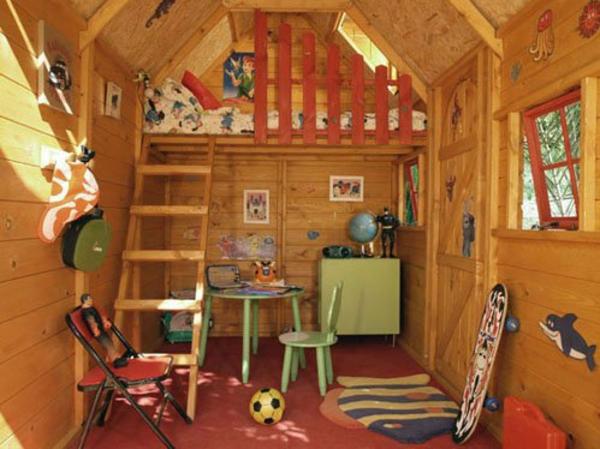 cabane-de-jardin-pour-enfant-un-intérieur-de-maisonnette-en-bois