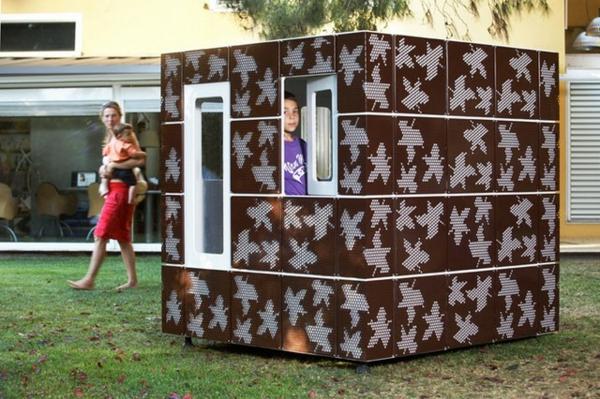 cabane-de-jardin-pour-enfant-une-maisonnette-en-bois-et-fer