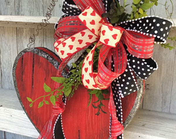 cadeau-en-coeur-avec-un-design-et-décoration