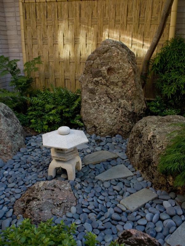 canisse-bambou-et-décoration-de-pierres-naturelles