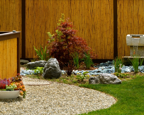 canisse-bambou-et-un-jardin-coquet