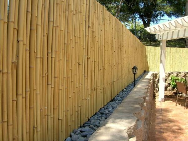 canisse-bambou-et-une-déco-jolie-de-pierres