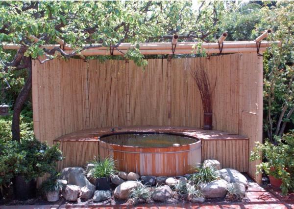 canisse-bambou-et-une-petite-piscine-décorative
