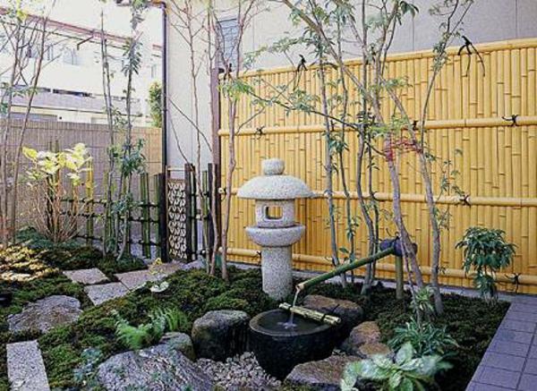 canisse-bambou-fontaine-en-bambou-et-une-lanterne-japonaise-en-pierre