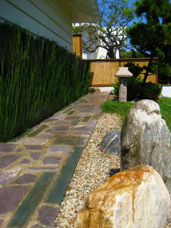 canisse-bambou-grandes-pierres-une-allée