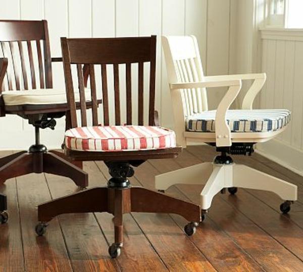 chaise-en-bois-naturele-blanc-coussins
