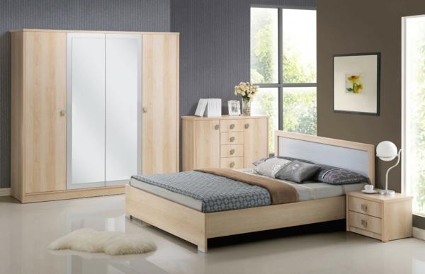 chambre-à-coucher-complète-en-bois-mur-bleu-drapeaux-et-lampe-original