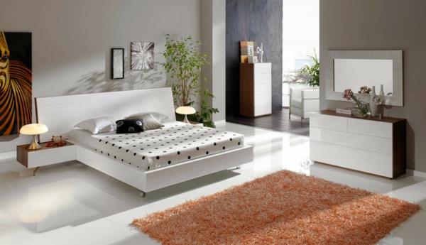 chambre-à-coucher-et-un-tapis-original-avec-un-lit-blan-et-décoration-original
