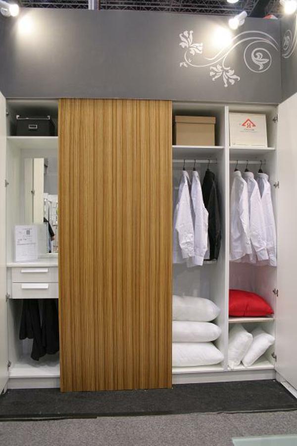chambre-a-coucher-porte-en-bois