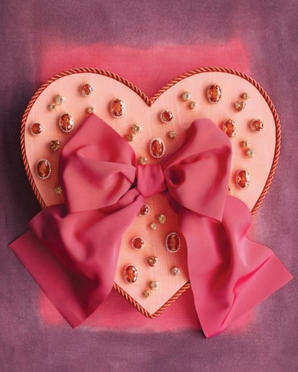 coeur-boîte-cadeau-avec-des-diamands