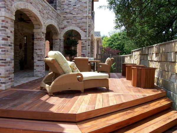 Faire une terrasse en bois composite - Terrasse en palettes de bois ...