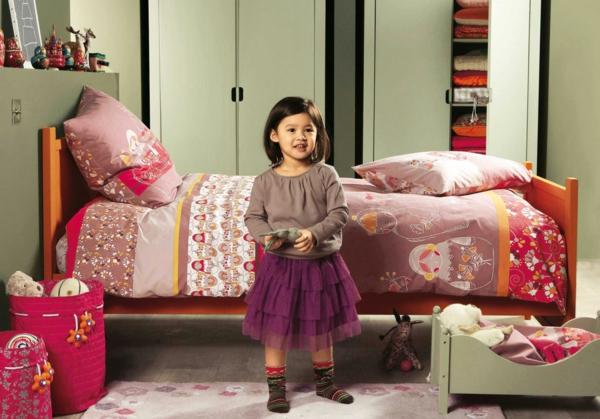cool-contemporain-chambre-de-fille-en-décoration-rose-et-gris