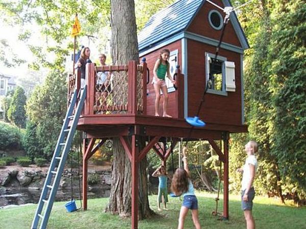 cool-design-pour-la-cabane-dans-les-arbres-en-brun-avec-une-echèle