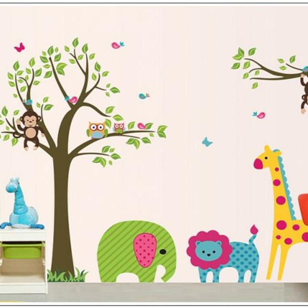 cool-design-pour-la-chambre-du-bebe-avec-des-animaux-sur-le-mur-stickers-pour-la-chambre-de-bébé